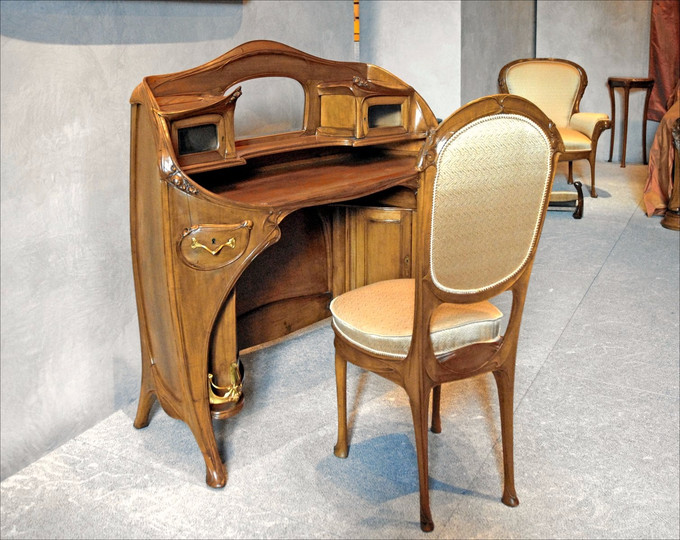 Desk and chair by Hector Guimard, 1909–12