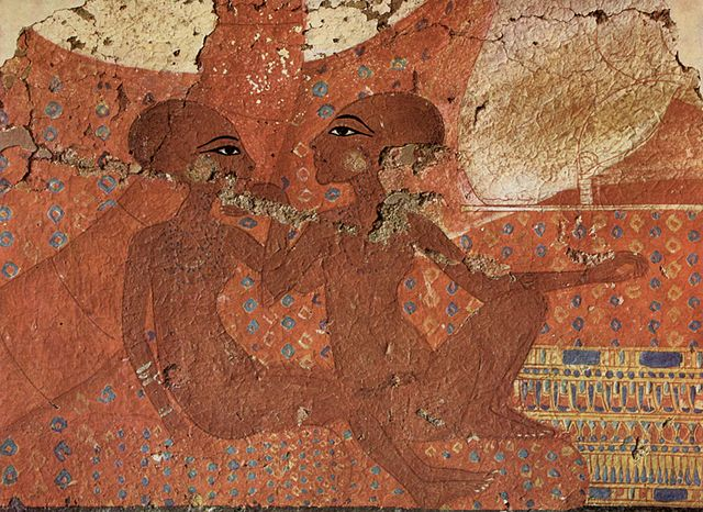 Painting portrays Akhenaten's daughters. Their faces are in profile view and their bodies in frontal view. Their heads are bald and large in proportion to their bodies.