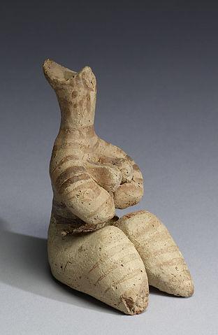 Photo depicts figurine of fertility goddess.