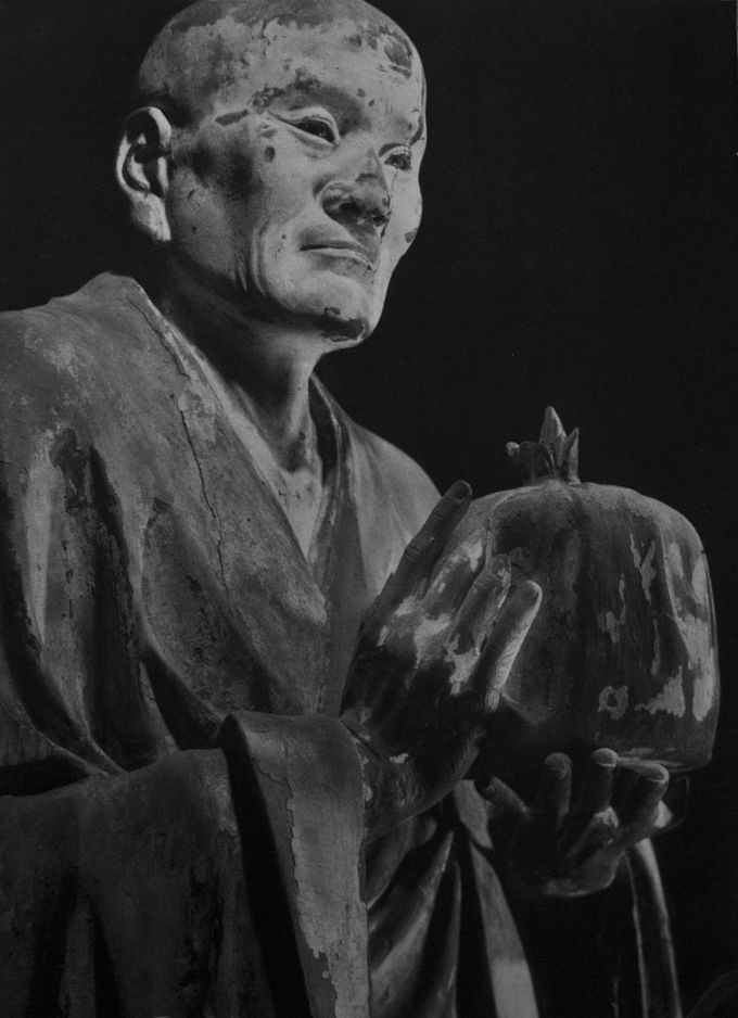 Realistic sculpture of the man Muchaku.
