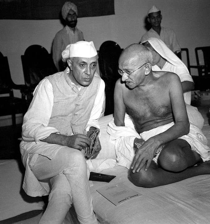 Photo of Gandhi and Nehru having a conversation