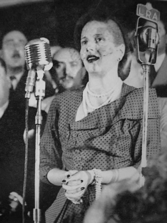 Photograph of Evita giving a speech