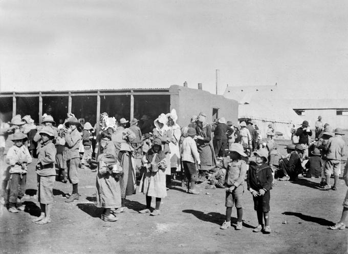 Photo of a few dozen Boer women and children in a concentration camp.