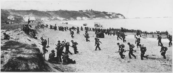 Photo of about 200 American soldiers landing on the beach near Algiers.
